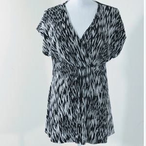 Black & White v- neck women's blouse